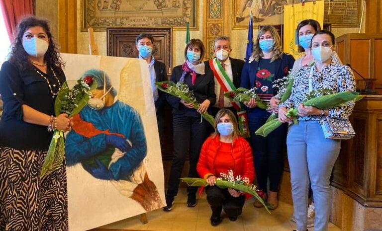 Giornata Internazionale dell'Infermiere: la città di Avezzano abbraccia il personale infermieristico