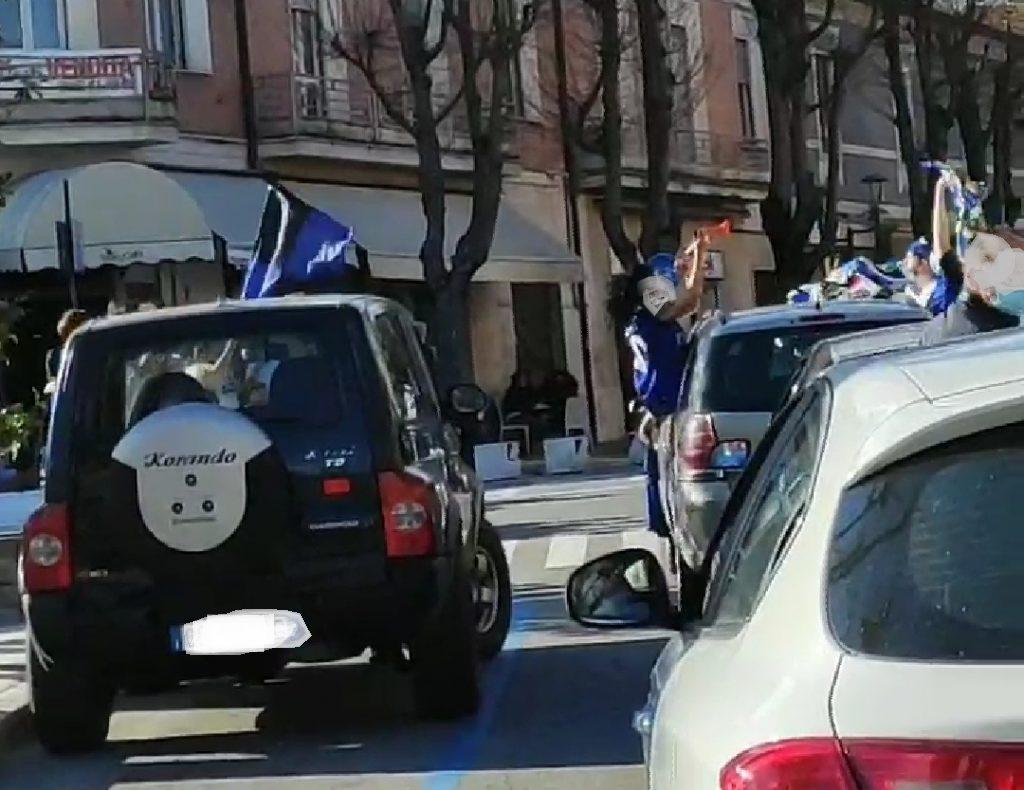Inter campione d'Italia 2020-2021, ad Avezzano i tifosi disciplinati scendono in piazza a festeggiare