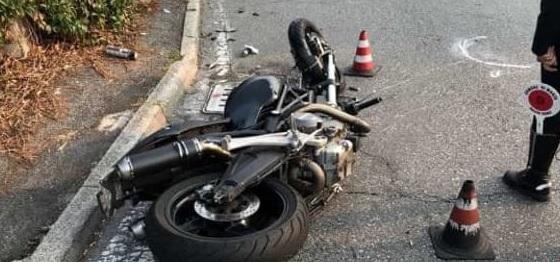 Scontro tra moto, muore 47enne. Due feriti