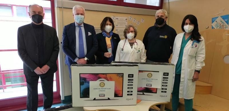Cinque televisori donati dal Rotary Club al reparto di pediatria dell'Ospedale dell'Aquila