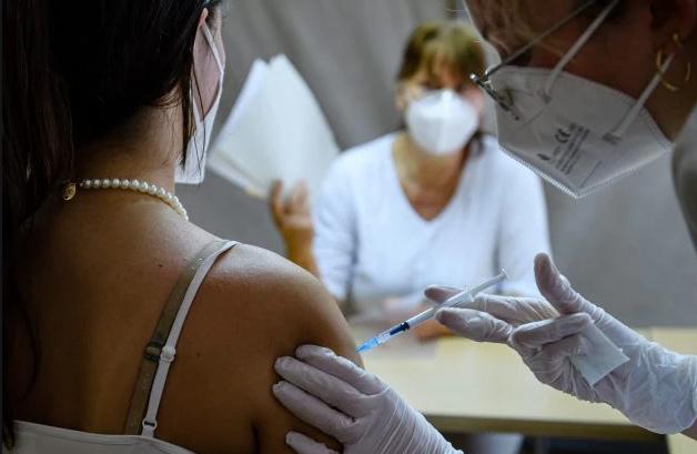 Domani attiva la piattaforma per le vaccinazioni dei maturandi