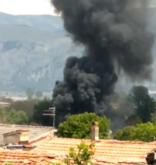 Trasacco, incendio in un'azienda agricola. Bruciano materiali di risulta
