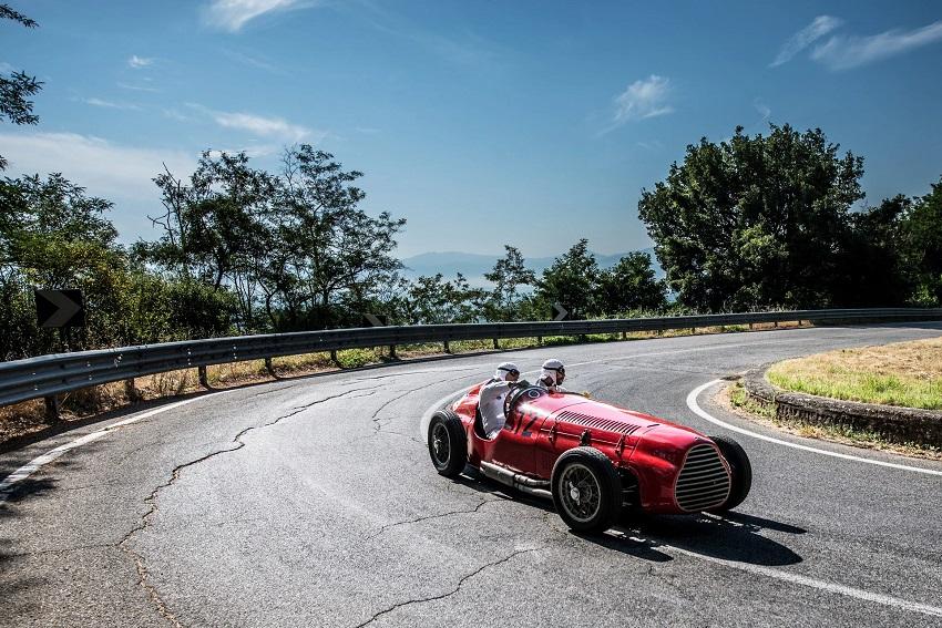 Il 2 luglio le auto d'epoca del Circuito di Avezzano sfileranno tra i murales di Aielli