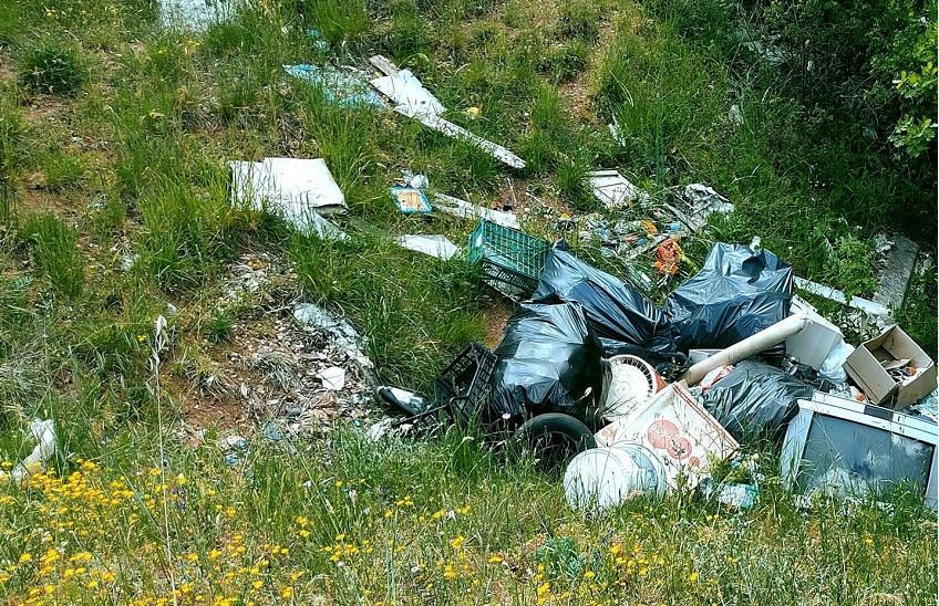 Abbandono di rifiuti a Collelongo, individuato e sanzionato il cittadino incivile