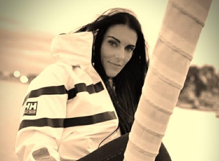 La skipper avezzanese Susanna Di Toro protagonista del Flash mob nautico contro la violenza sulle donne