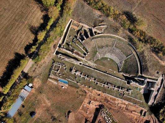 Riapre l'area archeologica del Teatro e dell'Anfiteatro di Amiternum, un'occasione da non perdere