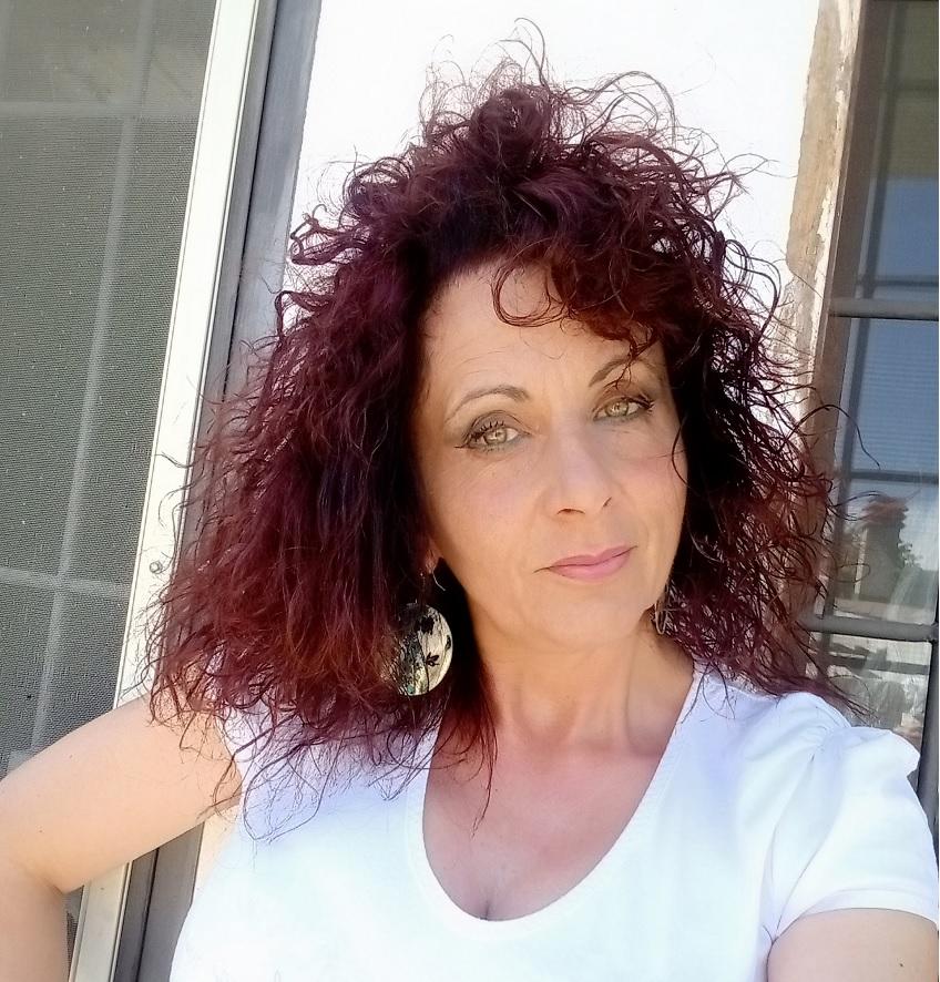 """Ortucchio al Premio Letterario il """"Borgo Italiano 2021"""" grazie al romanzo """"Quella luce in fondo al lago"""" di Cesidia Gianfelice"""