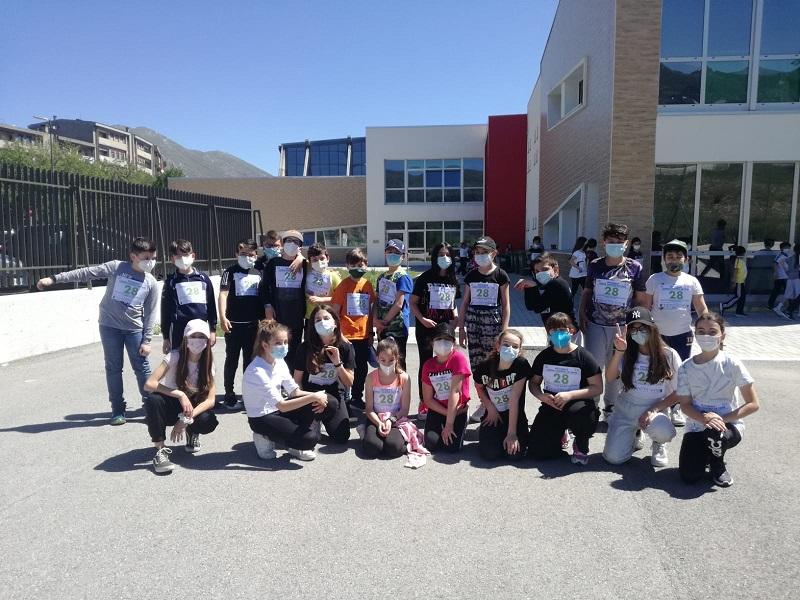 """La """"Corsa contro la fame"""" dei ragazzi delle scuole Corradini-Pomilio di Avezzano per salvare i bambini dalla denutrizione"""