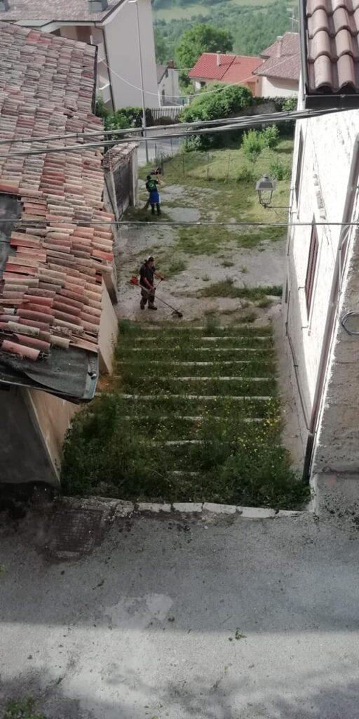 Lavori di pulizia delle strade e sistemazione del verde a Cappadocia