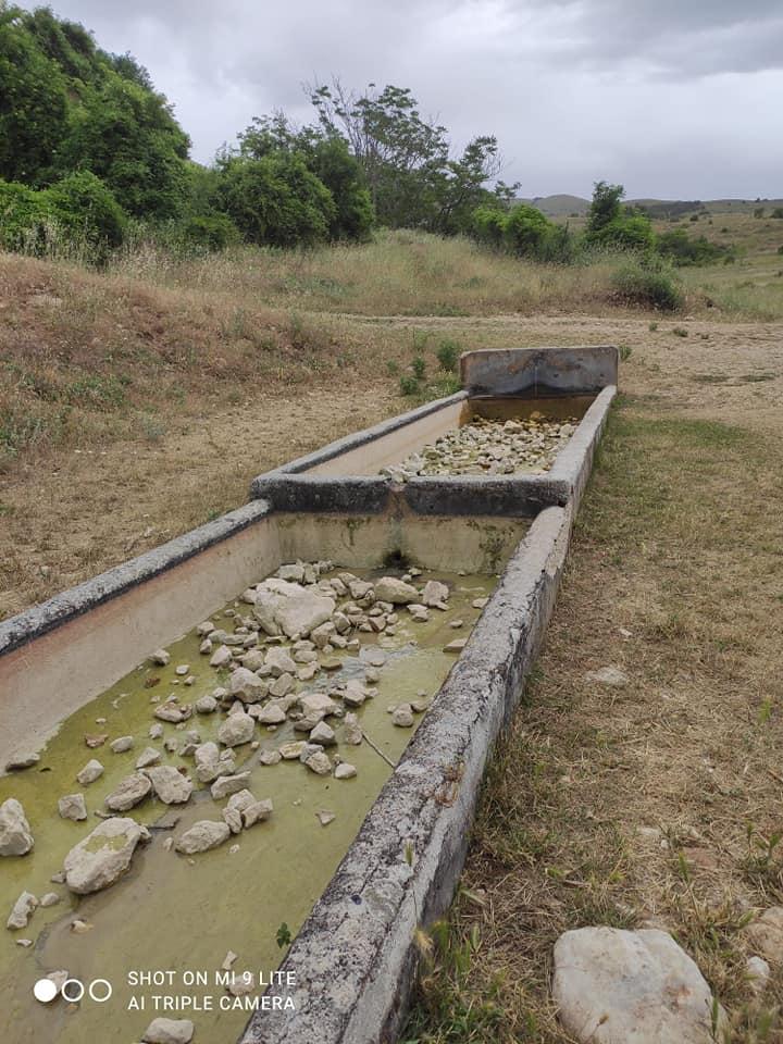 Imbrattato il fontanile situato presso la Madonna del Carmine, la Pro Loco e il Comune di Pescina lo ripuliscono