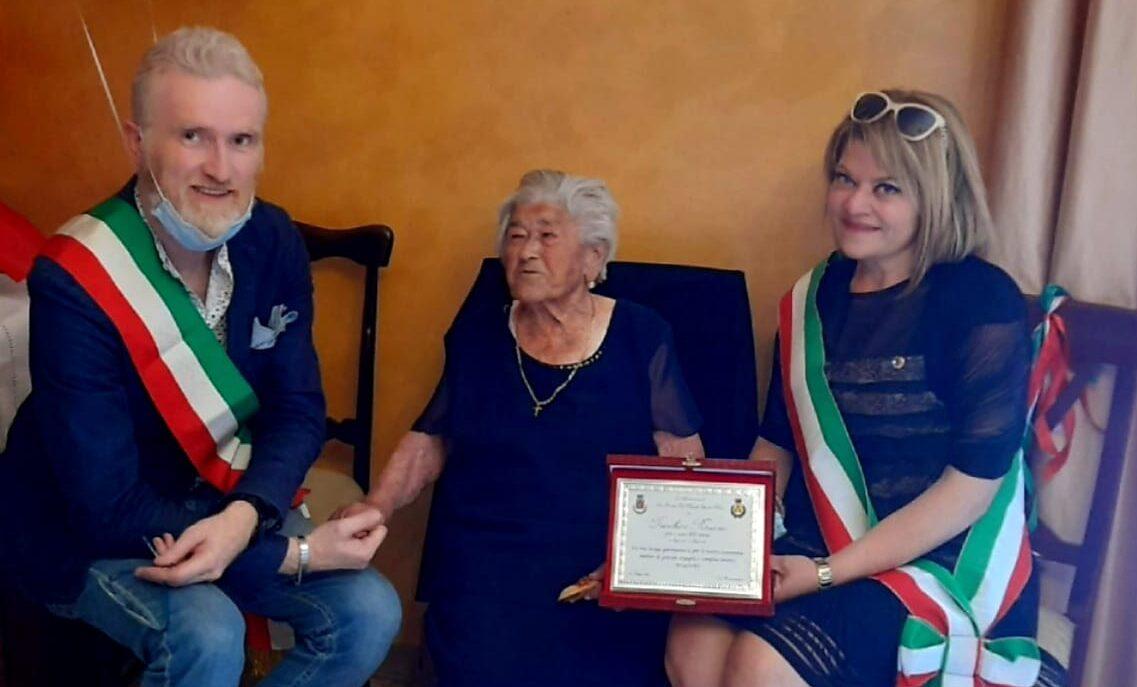 Tanti auguri a Rosaria che oggi compie 100 anni