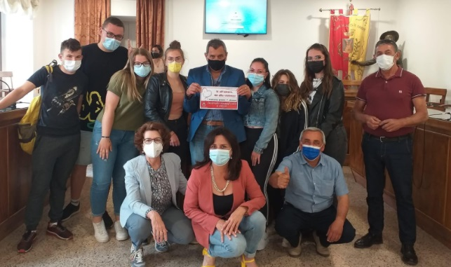 """Gli studenti del """"A. Serpieri""""  di Castel di Sangro  ritirano il secondo premio del concorso """"Si all'amore, no alla violenza"""""""