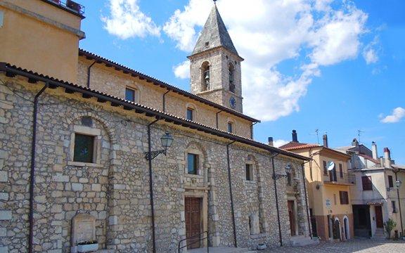 Oggi verrà inaugurata la nuova aiuola di Piazza Porta Jò a Collelongo
