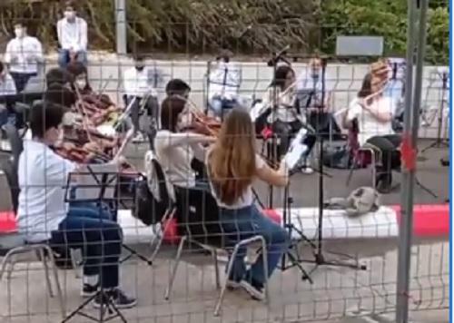 Ospedale di Avezzano, un messaggio di gratitudine sulle ali della musica dei giovani musicisti marsicani (Video)