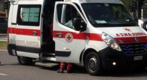 Violento frontale tra un autobus TUA e un'auto