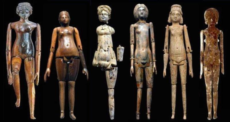 Presentazione di un'antica bambola ritrovata ad Alba Fucens durante la conferenza online dell'Università di Chieti
