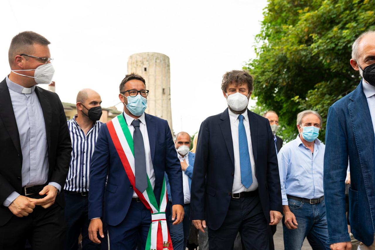"""Il Ministro Franceschini ad Aielli inaugura la nuova opera muraria dedicata a Dante Alighieri: """"Spero che tanti altri Comuni seguano Aielli come esempio"""""""