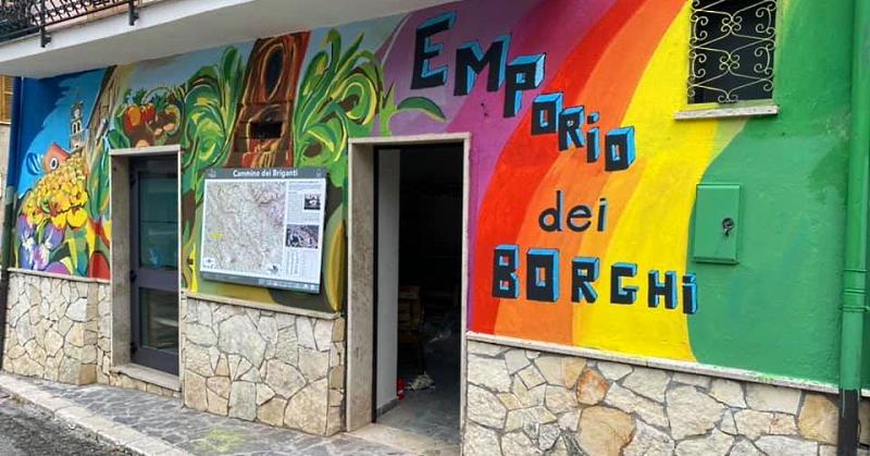 Arriva l'Emporio dei borghi in piazza Aldo Moro a Sante Marie
