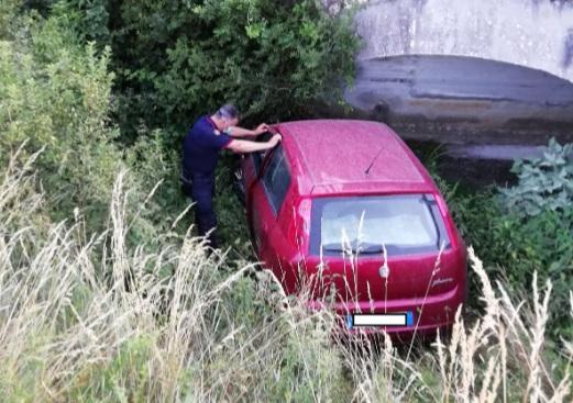 Colto da malore finisce fuori strada, salvato dai Carabinieri Forestali
