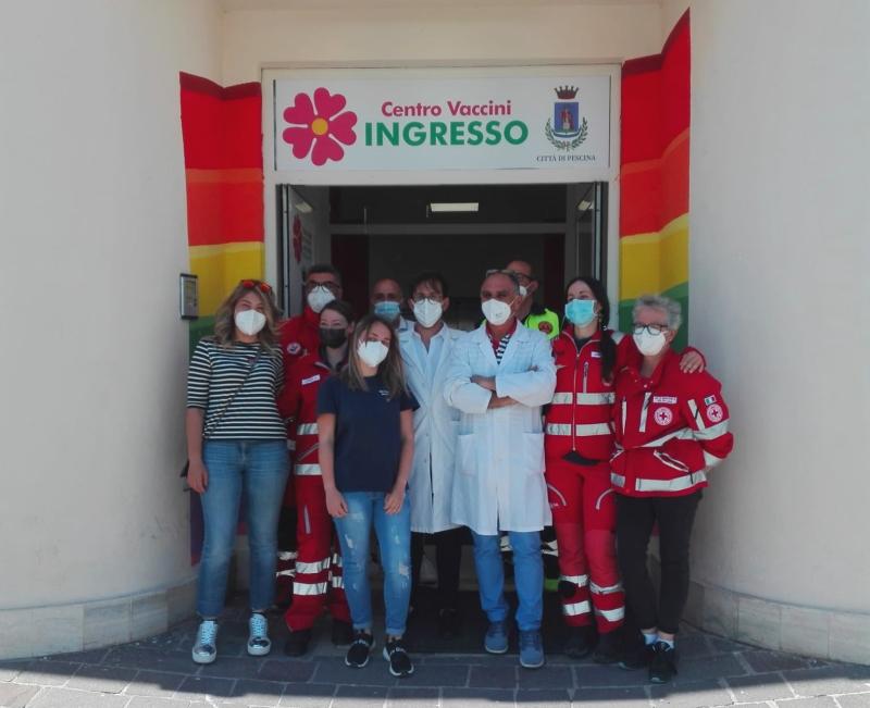 Anche la centenaria Rosaria Trinchini si vaccina presso l'hub di Pescina