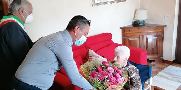 Auguri a nonna Mariantonia per i suoi 100 anni
