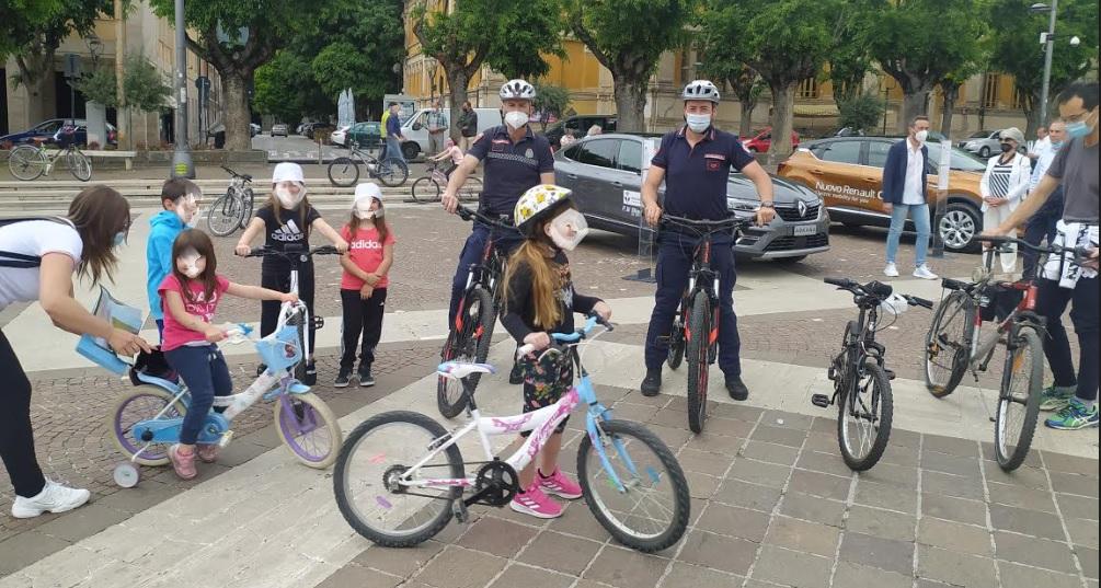 """Bimbi e famiglie animano la festa della mobilità sostenibile. Ridolfi: """"è il segno che la filosofia green fa proseliti in città"""""""