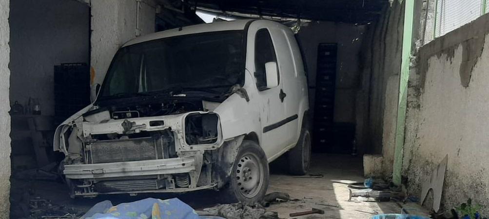Muore a 41 anni schiacciato dal veicolo che stava riparando