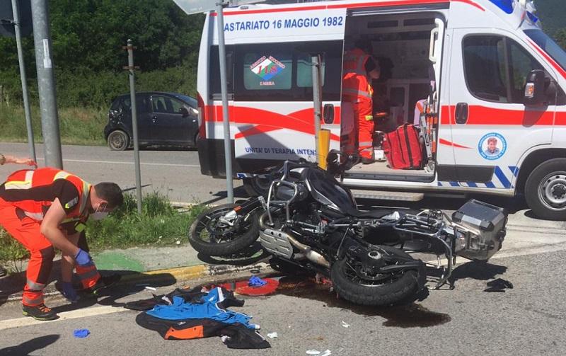 Incidente tra auto e moto, centauro trasportato all'ospedale di L'Aquila