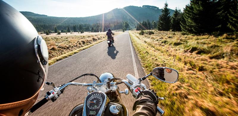 Motociclisti indisciplinati e rischio incidenti. Tolleranza zero: scattano posti di blocco e sanzioni