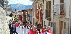 Celebrazioni religiose e feste patronali: processioni vietate anche in zona bianca
