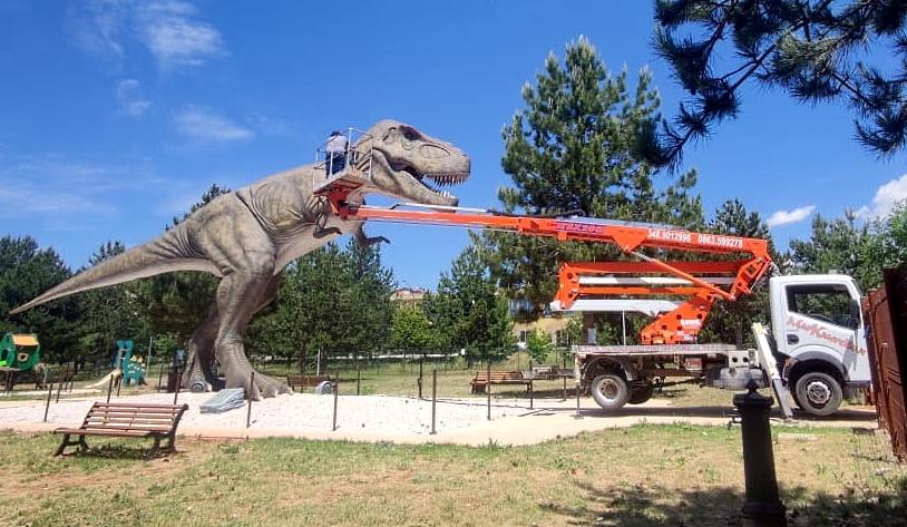 Si lavora al Dinopark di Avezzano, il T-Rex sta tornando!