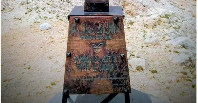 Restaurata la targa in rame della Madonnina del Velino