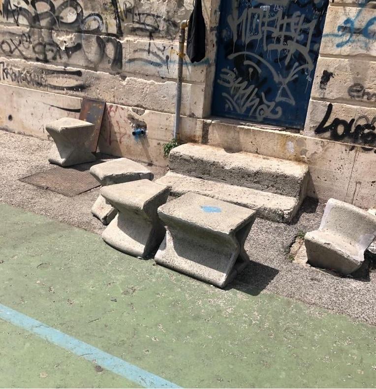 Ripulito il campetto dietro il palazzo comunale, il Comune di Massa D'Albe chiede ai giovani di essere più responsabili e rispettosi dell'ambiente