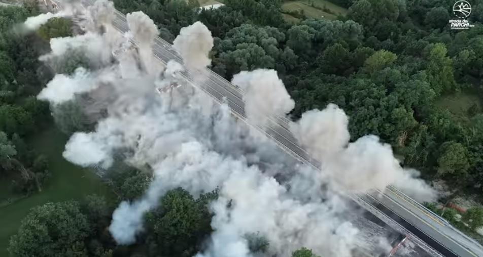 A24, Viadotto Fornaca: la spettacolare esplosione dà il via alla ricostruzione