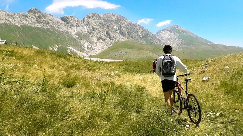 Italia in bici: alla scoperta del paese con la Guida di Repubblica