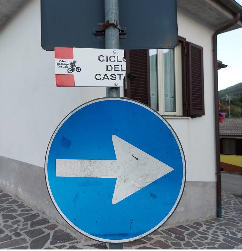 Atti vandalici lungo la ciclovia della Castagna