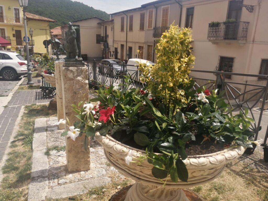 E' iniziato l'abbellimento floreale della città di Celano