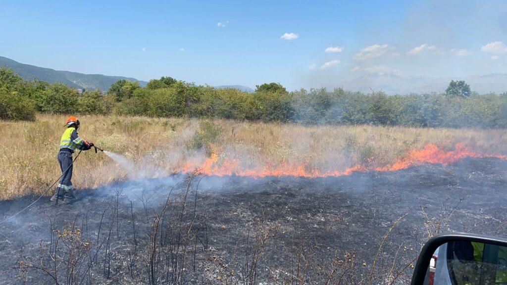 Incendio a Trasacco, Vigili del fuoco e Protezione Civile impegnati per domare le fiamme