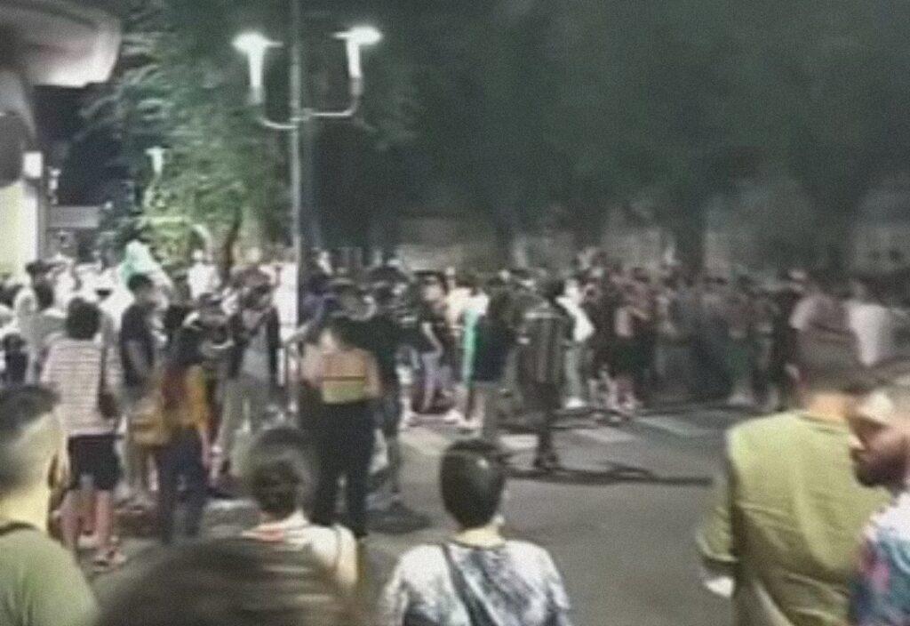 Notti magiche: l'Italia conquista la semifinale degli europei, corteo di tifosi in piazza Risorgimento ad Avezzano
