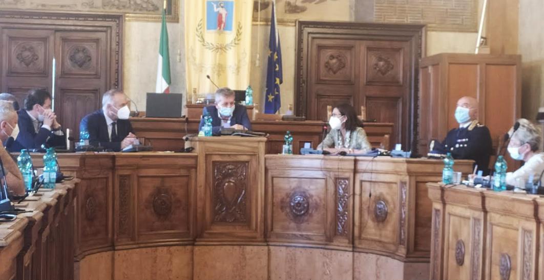 Divieto immediato di assembramento nel parcheggio del Palazzaccio Di Avezzano, operativa l'ordinanza anti-bivacco