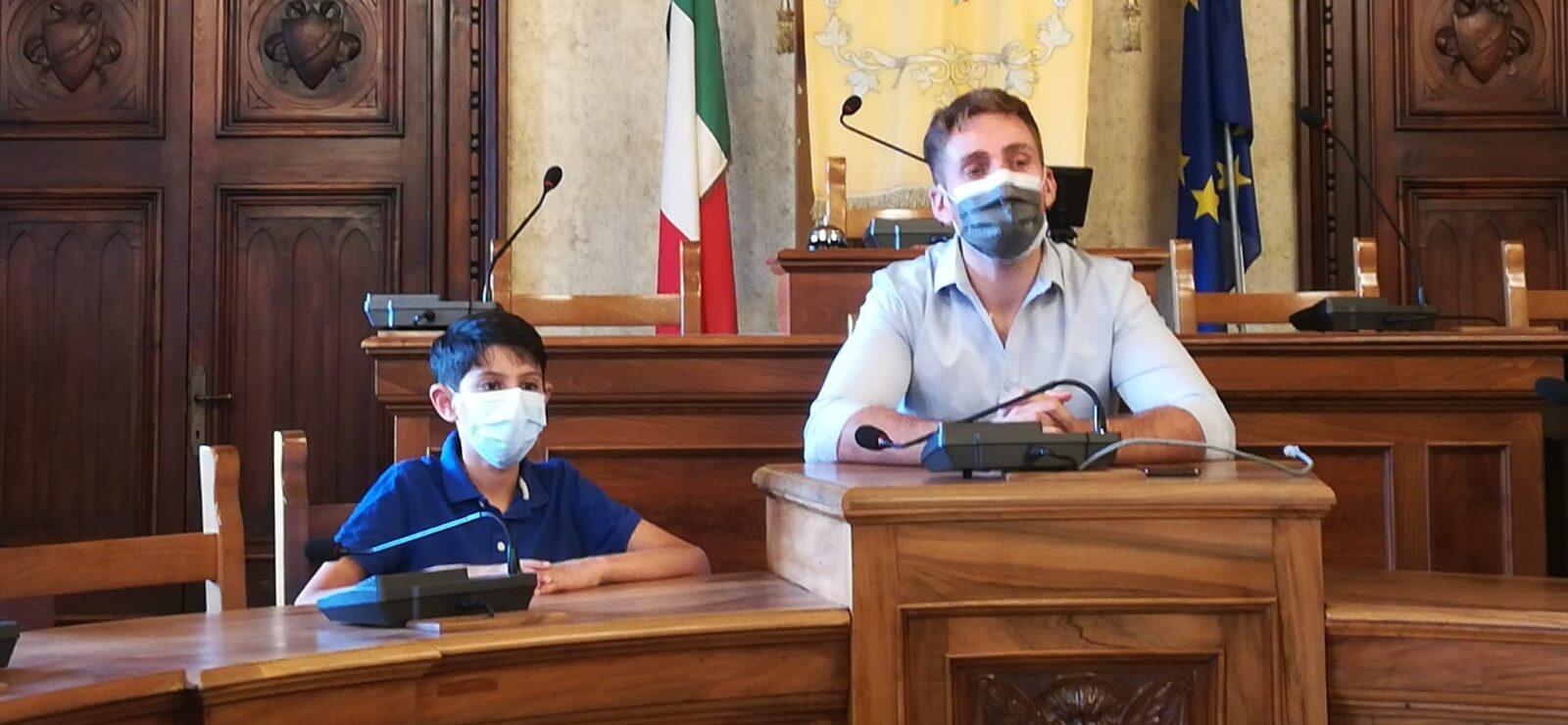 """""""Performer Italia cup 2021"""", il vincitore accolto in Municipio. Simonelli: """"Il giovane Bracone è un talento con grandi idee"""""""
