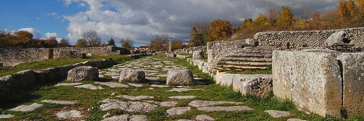 Passeggiate archeologiche nella città romana di Alba Fucens il 2 e il 4 agosto