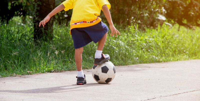 Vietato giocare a pallone per strada a San Benedetto dei Marsi: il Sindaco tutela la quiete pubblica