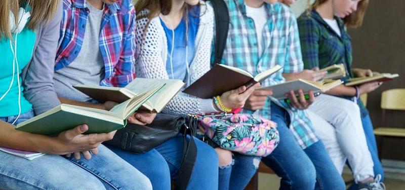 """Bando """"Educare alla lettura"""" per migliorare le competenze degli studenti"""