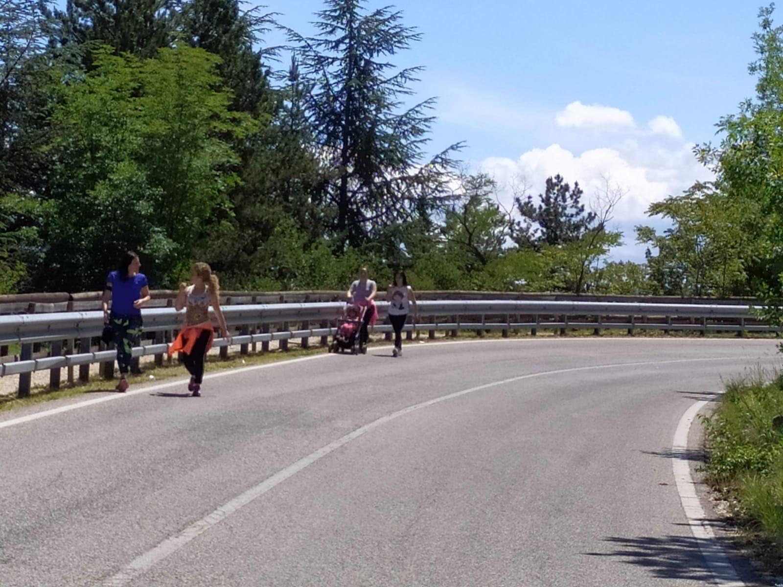 Sul Salviano torna l'isola pedonale estiva (9-17) dei week end. Da oggi stop fino al 15 ottobre, nei festivi servizi Scav per le messe delle 10.45 e 12.15