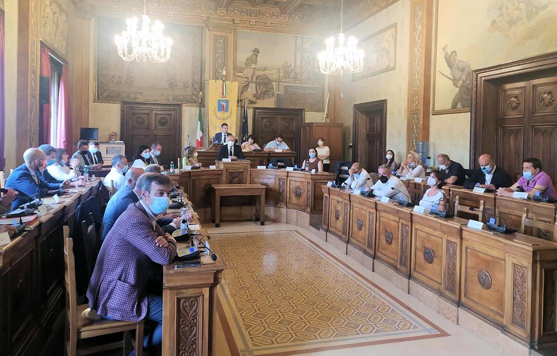 Nuovo Municipio, ok del consiglio all'accordo tombale con Irim. Minoranza astenuta, approvato anche il riequilibrio di bilancio