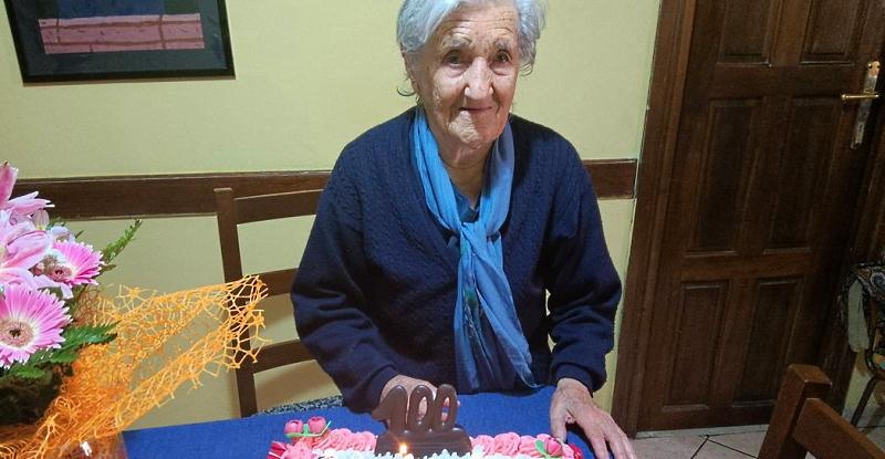 Zia Memena di Meta festeggia 100 anni