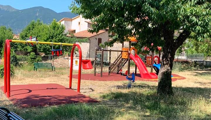 """Ragazzi prendono a calci i giochi e le panchine del parco di Civita d'Antino, gli amministratori: """"invitiamo i genitori a controllare"""""""