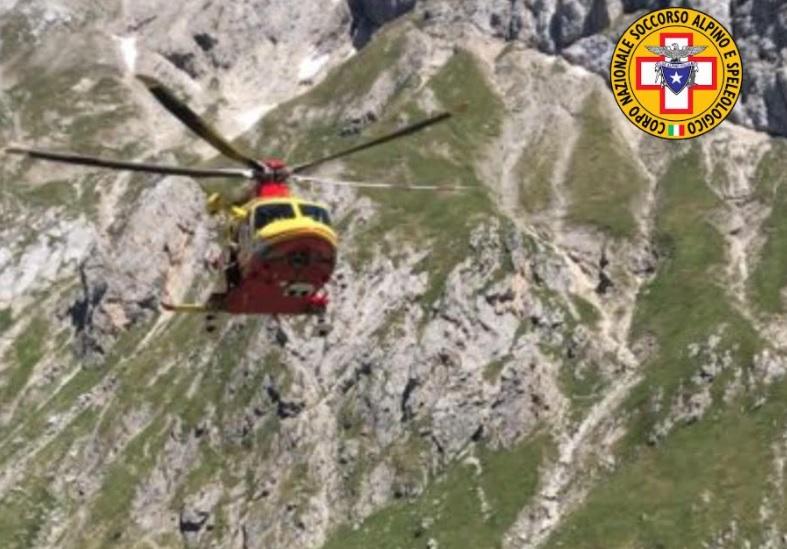 Alpinista si lussa la spalla durante l'arrampicata a quota 2 mila metri sul Gran Sasso