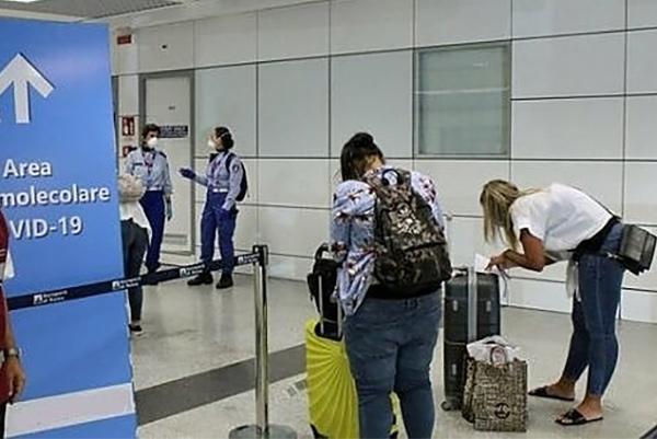 Tamponi anti Covid in aeroporto per chi arriva in Abruzzo da Malta, Spagna e Regno Unito